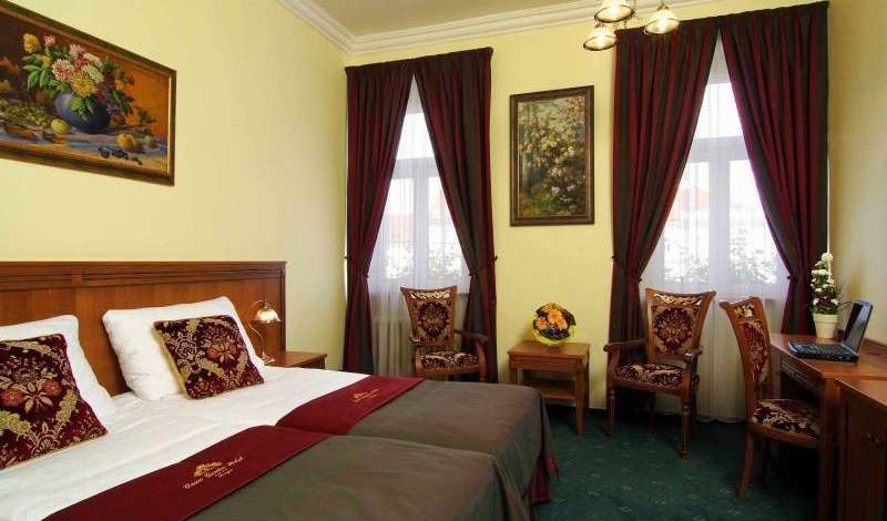 compare reviews for hotels in Prague, Czech Republic